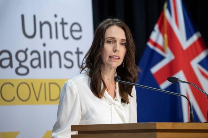 A primeira-ministra da Nova Zelândia, Jacinda Ardern, viu sua popularidade alcançar cifras jamais vistas no país devido a sua resposta à pandemia- 20/04/2020 Mark Mitchell/AFP